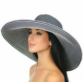 Летняя шляпа в полоску с широкими краями